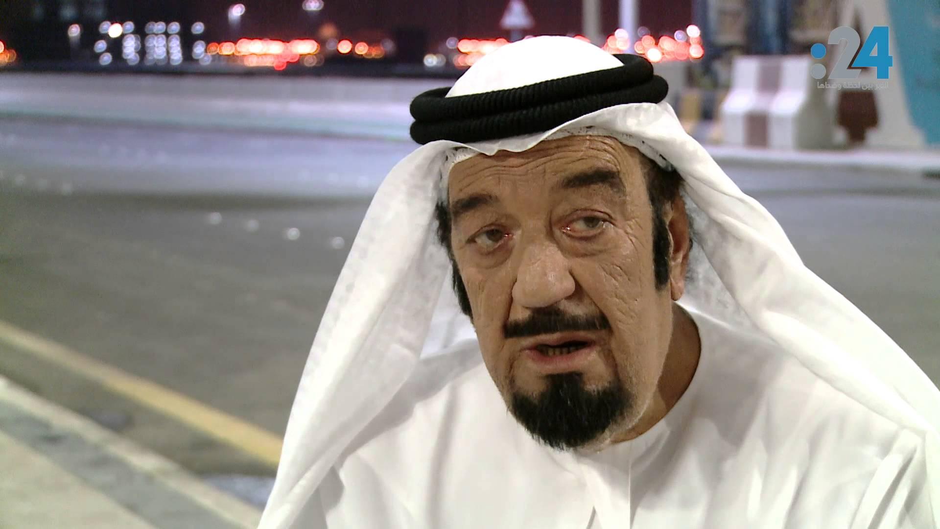 الفنان حسن حسني بالزي الخليجي ومشيته بالدشداشة تثير السخرية