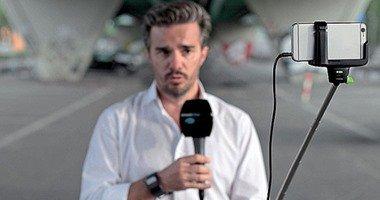 """محطة تليفزيونية إخبارية تستبدل الكاميرات بهواتف آى فون و""""سيلفى ستيك"""""""