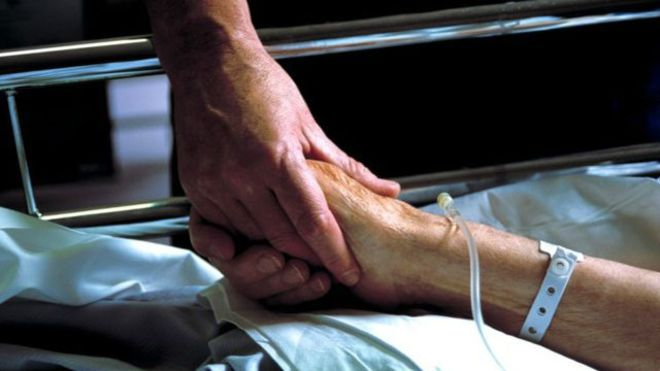 قاضي يحكم بالموت لمريضة بريطانية بناء على رغبتها