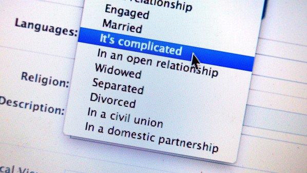 فيس بوك تبدأ باختبار أداة لمُساعدة الأزواج بعد الانفصال