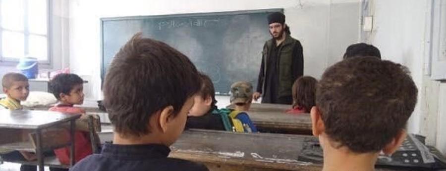 """بالصور : القصة الكاملة لمناهج تعليم """"داعش"""" في دولة الخلافة الإسلامية.. تعرف عليها"""