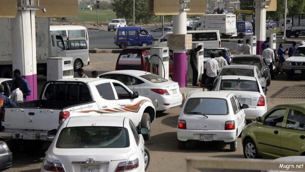 صُفوف أمام طلمبات الوقود وشكوى من عدم توفر البنزين