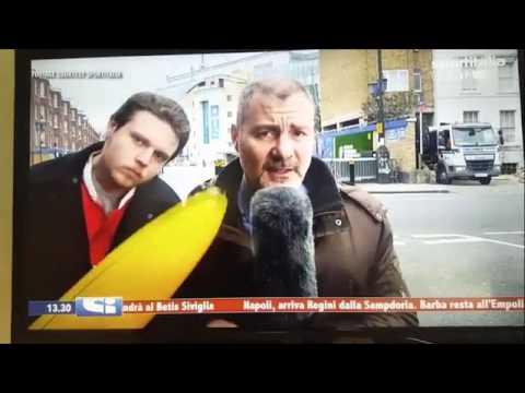بالفيديو..صحافي يضرب مشاكسا على الهواء مباشرة