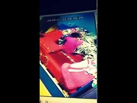 بالفيديو.. شاهد ماذا فعلت خادمة بطفل أثناء نومه بجوارها؟