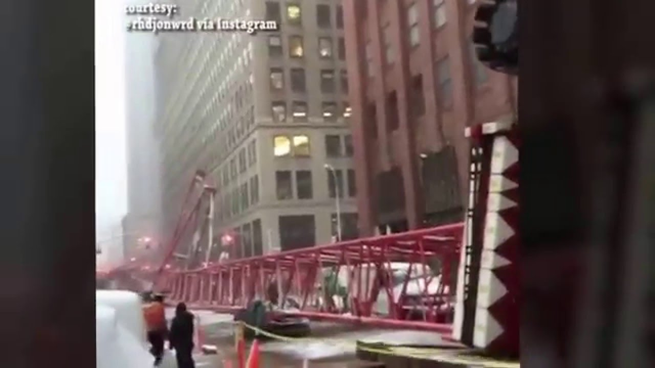 بالفيديو..لحظة سقوط رافعة عملاقة في نيويورك
