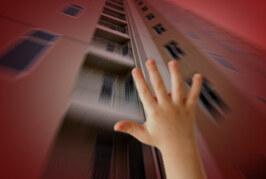 نهاية مأساوية لطفلة سودانية إثر سقوطها من الطابق التاسع !!