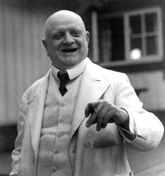 Sibelius em 1939, época de seu logo e definitivo silêncio