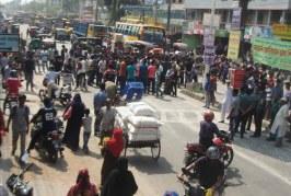 বিএল কলেজের শিক্ষার্থীদের সড়ক অবরোধ