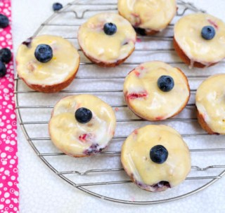 berry-cheese-muffins-with-lemon-glaze