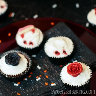goth-vampire-rose-halloween-cupcakes-2