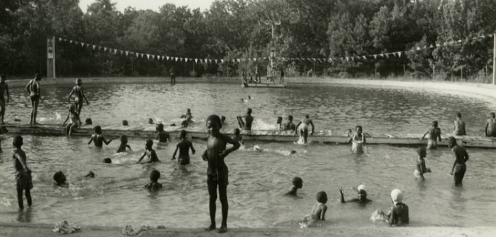 6069640369_dd620df858_b_african-american-swimming
