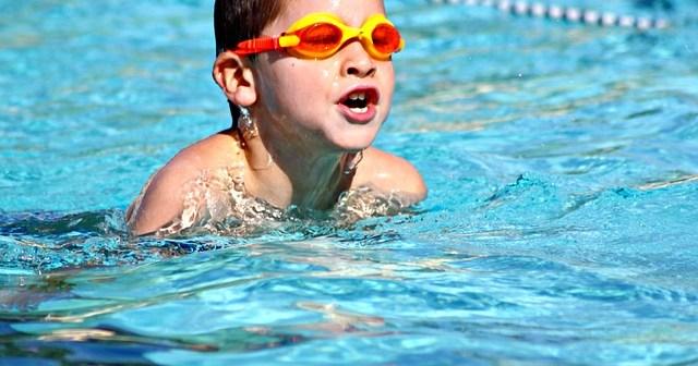 eb3db70d28fd1c3e81584d04ee44408be273e4d21eb3114095f5_640_kids-swimming