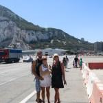 Ikke hver dag man må gå over en rullebane for å komme inn i byen! Gibraltar har et plassproblem ;)