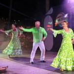 Anfis sene har show hver kveld. Noe vi stort sett er litt lei siden vi hører det mer en godt ute på bukta.. Her: Flamenco