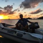 Skipper'n i YOLO i solnedgang