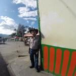 """Lokal kar """"henger"""" på et gatehjørne i Salento"""