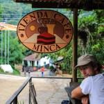 Kaffepause i hovedgata i Minca