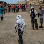 Å spraye skum på folk var en del av paraden :)