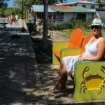 Klare for søndags gudstjeneste. Sjekk ut de fete benkene! Var rundt omkring på hele øya med ulike motiver.