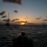Nok en herlig solnedgang på Providencia. YOLO ligger å dupper, og vi nyter en sundowner i cockpitten.
