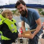 To sjørøvere har funnet veien til sørspissen av Tromøya - Oskar Odin og Mats.
