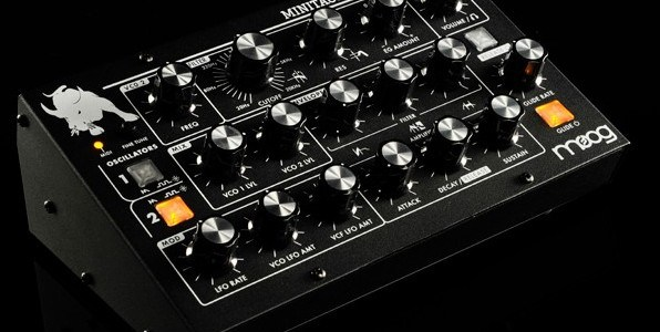 moog-minitaur-bass-synthesizer