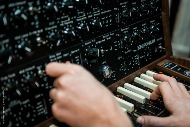 knifonium-synthesizer