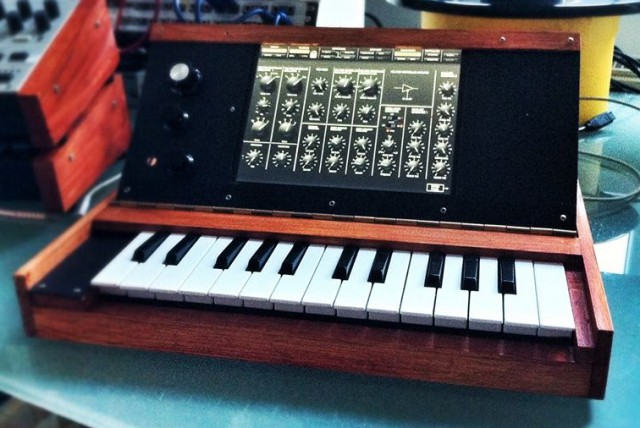 ipad-minimoog-upright