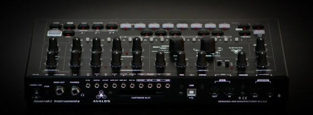 abstrakt-instruments-avalon-bassline-synthesizer