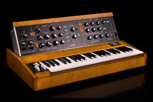 moog minimoog model d reissue now in production  u2013 synthtopia