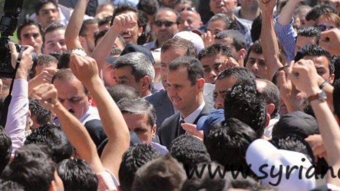 Syria: Assad visits University in Damascus