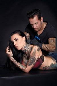 Wykonanie dużego tatuażu wymaga wielu godzin pracy bez przerwy, zatem maszynka musi być lekka i funkcjonalna, pozwalająca na pracę bez zmęczenia i całkowite oddanie się przez artystę swojemu zadaniu.