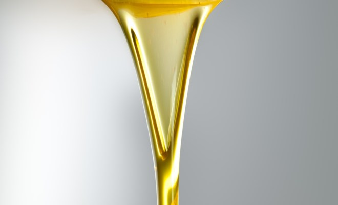 shutterstock_GoldenOilOnGrayBackground_high(1)