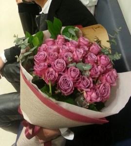 バラ28本花束