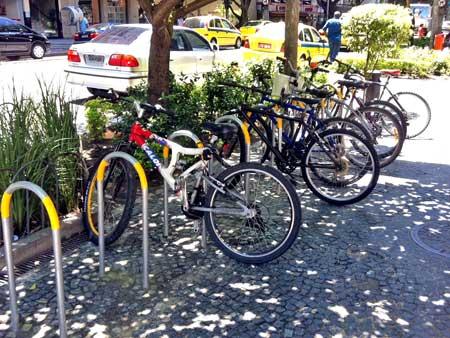bicicletário U-invertido no Cidade Leblon