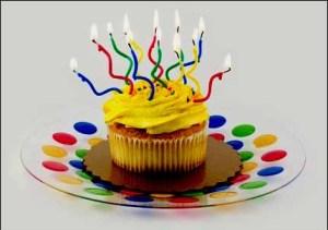 Yellow Cupcake, Copyright: cheryledavis / 123RF Stock Photo