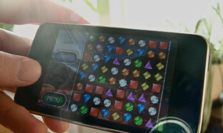"""""""Mobile games - Bejeweled""""(CC BY 2.0)byIN 30 MINUTES Guides"""