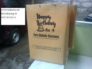 tas kertas bingkisan ulang tahun