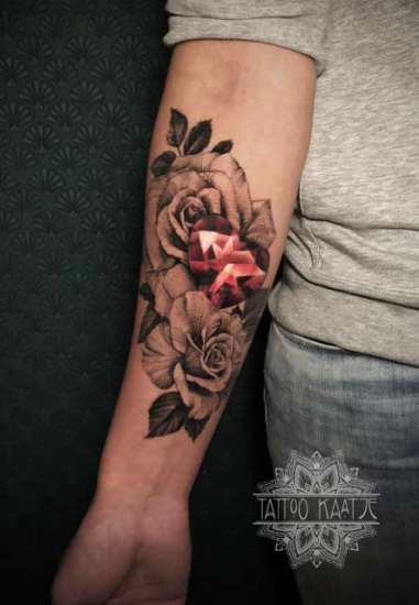 rose - roses - rosetattoo - tattoo - heartshaped diamond - gem - gemstone - tattoo