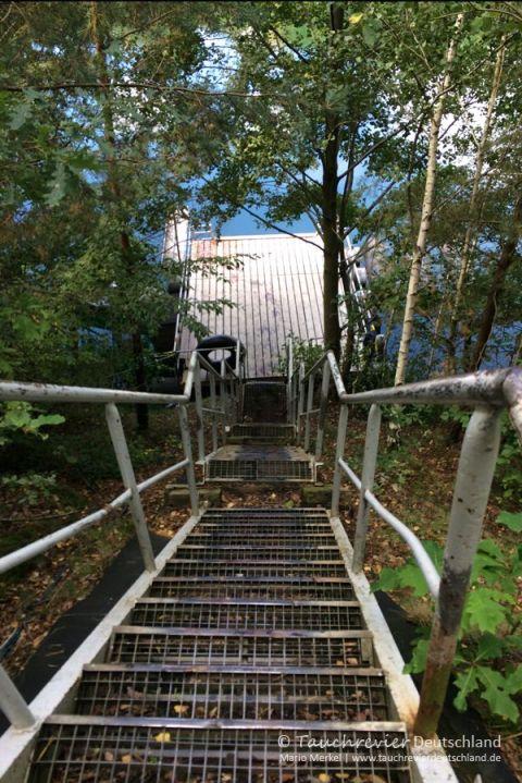 Treppe Einstieg, Tauchen im Steinbruch Wetro, Tauchen in Sachsen