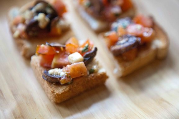 mushroom tomato blue cheese bites