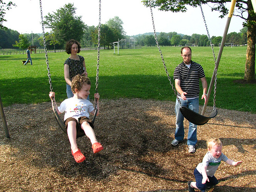 getting pushed off swing, falling off swing funny family photos, bad family photos, strange, weird, awkward family, stupidity, horrible family, wtf