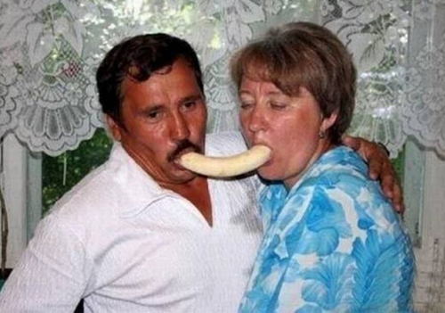 couple sucking a banana  worst family photos funny pictures random awkward family photos lol