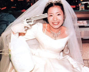 Bride with gun to her head Funny Wedding Pictures Bad Wedding Photos Pics Crazy Wedding Ideas Planning Awkward Family Photos Disasters Brides Grooms Ugly Wedding Dresses Bridesmaids Silly Receptions Worst Wedding Ellen