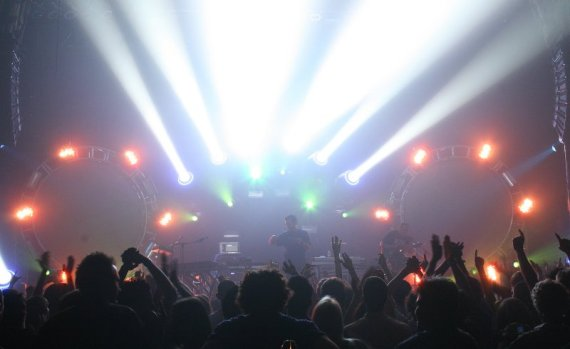 tcm01 570x349 Barco lights the nights for The Crystal Method tour