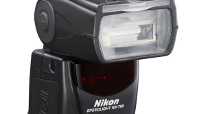 Nikon introduces SB-700 speedlight