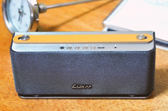 LUXA2-Groovy-Wireless-Stereo-Speaker-6.j