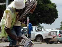 newspaper-vendor-harare-th