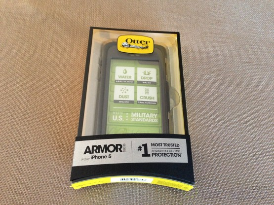 OtterBox-Armor-iPhone5-HandsOn-2