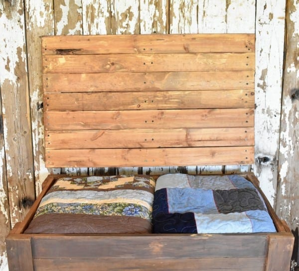 DIY Rustic Pallet Wood Storage Chest